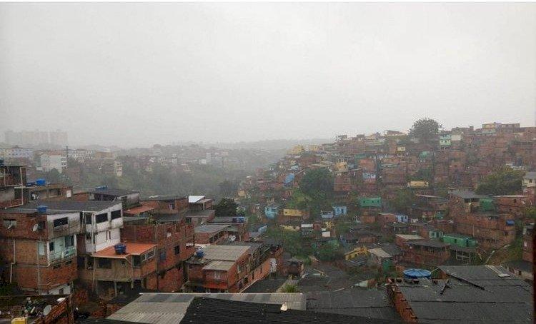 Alagamentos e Deslizamentos marcaram a terça-feira em Pau da Lima e São Marcos.