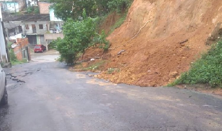 Deslizamento na Rua Oscar Barreiras preocupa moradores