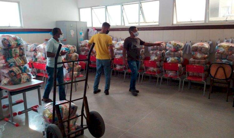Escola Municipal Allan Kardec emite comunicado sobre entrega das cestas básicas.