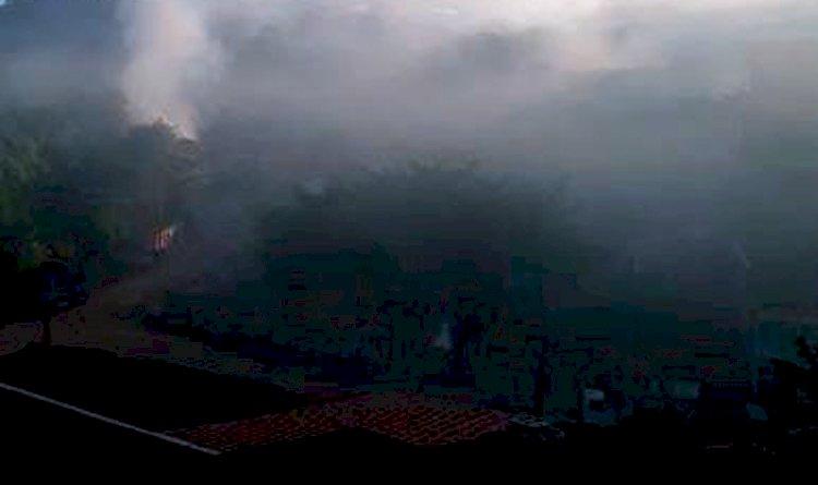 Moradores denunciam fumaça alta todos os dias na Avenida Gal costa.