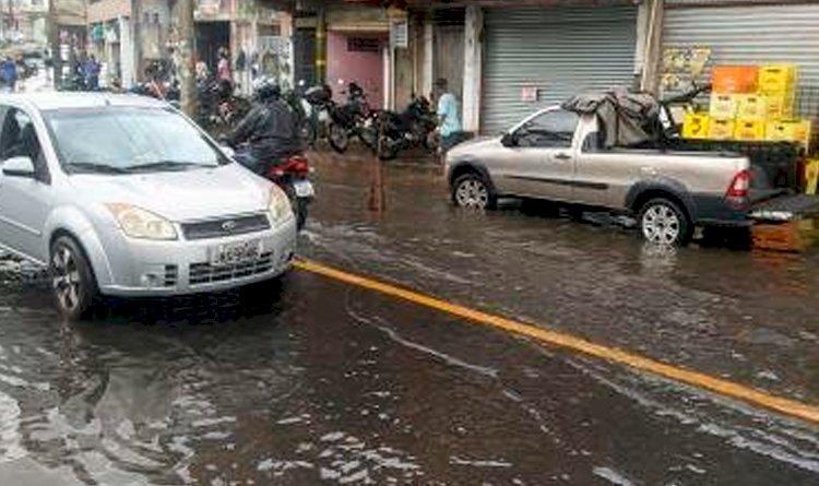 Após requalificação, veja como fica a Avenida Aliomar Baleeiro em dias de chuva!