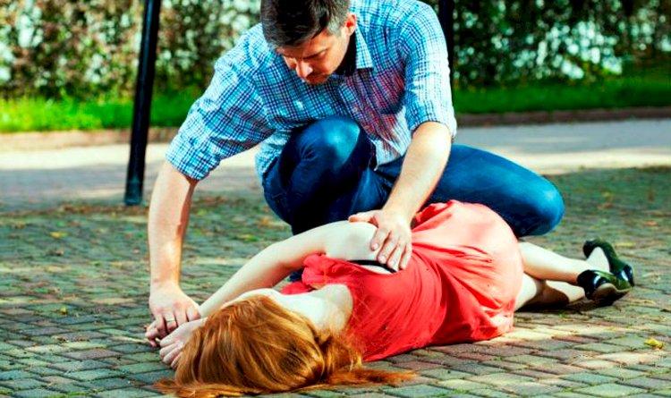 Você sabe como ajudar durante uma crise convulsiva? Saiba como ajudar uma pessoa em caso de convulsão.