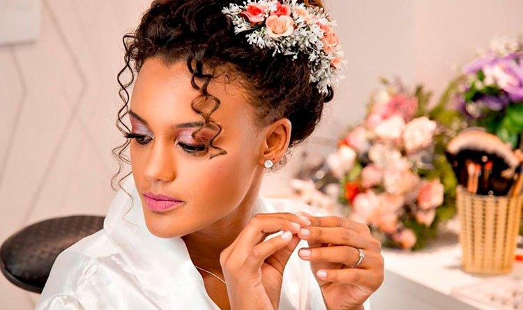 Entrevistamos Sandra, maquiadora profissional da região de Pau da Lima, especialista em beleza e make-up para eventos sociais.